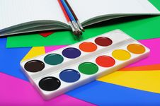 Free Water Color Paints And Brushes Royalty Free Stock Images - 16516279