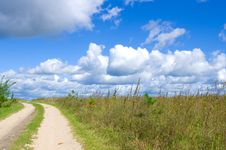 Free Road Lane And Deep Blue Sky Royalty Free Stock Photos - 16518898