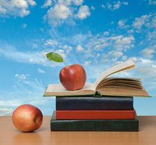 Free Red Apples And  Books Stock Images - 16521974