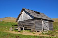 Free Hut Of The Shepherd On A Hillside. Royalty Free Stock Photography - 16527817