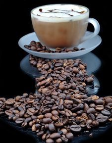 Free Coffe With Granules Royalty Free Stock Photos - 16528428
