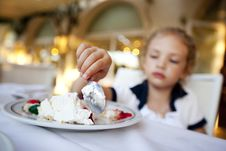 Free Little Girl Eating A Cake Royalty Free Stock Photography - 16532777