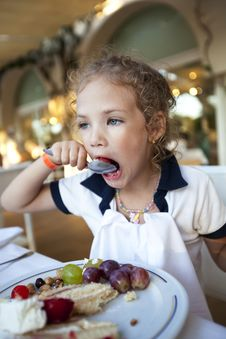 Free Little Girl Eating A Cake Stock Image - 16532781