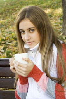 Free Girl Holding Coffee Cup Stock Photography - 16534912