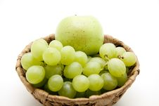 Free Bunches Of Grapes With Apple Royalty Free Stock Images - 16536579