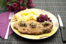 Free Cutlet With Red Cabbage Stock Images - 16538734