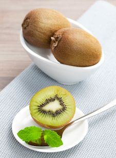 Free Fresh Kiwi Fruit Royalty Free Stock Photos - 16540138
