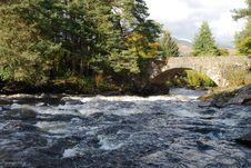 Free Bridge Over River Dochart Royalty Free Stock Photos - 16540438