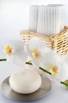 Free White Towels And Orchid, Soap Stock Images - 16543274