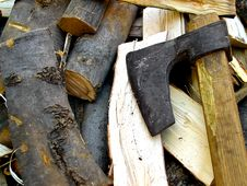 Ax And Chopped Wood Royalty Free Stock Images