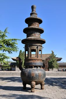 Censer In Chinese Traditional Courtyard Royalty Free Stock Photography