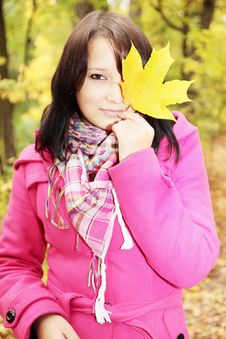 Free Girl And Leaf Royalty Free Stock Photos - 16552398