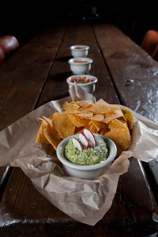 Free Tortilla Chips With Fresh Guacamole Royalty Free Stock Photos - 16552768