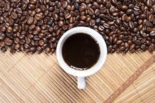 Free Coffee Cup And Coffee Beans Royalty Free Stock Photography - 16558407