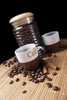 Free Coffee Cup And Coffee Beans Royalty Free Stock Photography - 16558427