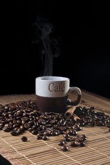 Free Coffee Cup And Coffee Beans Royalty Free Stock Image - 16558456