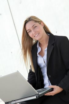 Free Businesswoman Working Outside The Office Royalty Free Stock Images - 16561469