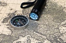 Free Compass On A Card Stock Photography - 16562512