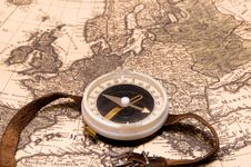Free Compass On A Card Stock Photography - 16562532