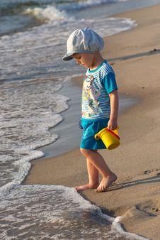 Free Child And Wave Stock Photos - 16564653