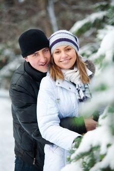 Beautiful Couple In Winter Park. Royalty Free Stock Images