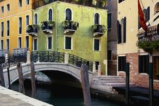 Free Green And Yellow Houses In Venice Royalty Free Stock Image - 16566126