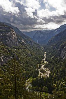 Free Yosemite River Royalty Free Stock Photo - 16570405