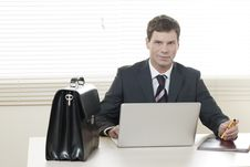 Free Businessman Working On Laptop Royalty Free Stock Photography - 16570907