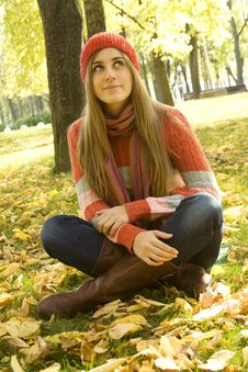 Free Girl In The Park In Autumn Royalty Free Stock Photography - 16576347