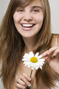 Free Woman With Camomile Royalty Free Stock Photos - 16583088