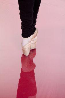 Free Dance Feet Point Royalty Free Stock Photo - 16583805