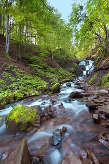 Free Autumn Mountain Waterfall Stock Images - 16587414