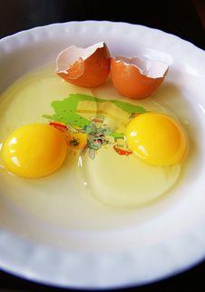 Free Fresh Eggs Royalty Free Stock Photo - 16588995