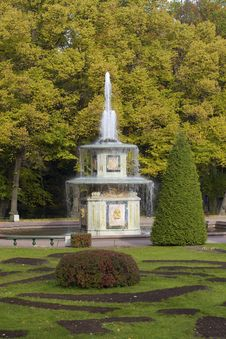 Free Peterhof Fountain Stock Image - 16592491