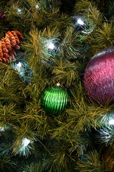 Free Christmas Tree Ornaments Royalty Free Stock Photo - 1668875