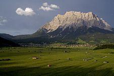 Free European Alpine Village Royalty Free Stock Photography - 16601487