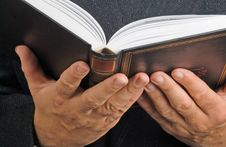 Free Book In Hands Stock Photography - 16610032