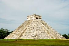 Free Chichen Itza, El Castillo Royalty Free Stock Photos - 16610578