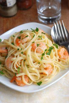 Garlicky Prawn Pasta Stock Photography