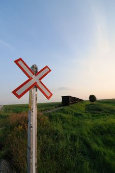 Free Rural Railroad Crossing Sign In The Prairies Royalty Free Stock Photos - 16611948