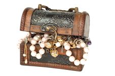 Free Treasure Chest With Jewelry Royalty Free Stock Photos - 16612708