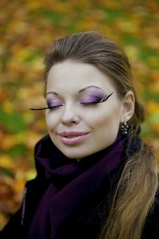 Free Beautiful Girl In The Autumn Park Royalty Free Stock Image - 16613216