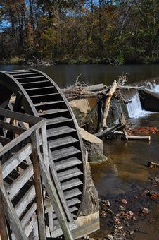 Free Old Mill Paddle Wheel Stock Images - 16616254