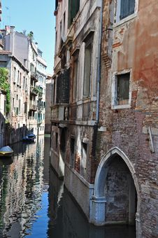 Free Venice And Its Canals Royalty Free Stock Image - 16617396