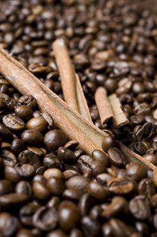 Free Coffee Beans With Cinnamon Royalty Free Stock Photos - 16618558