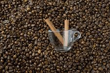 Free Coffee Beans And Cinnamon Royalty Free Stock Image - 16618956