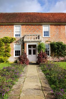 Free Garden And Doorway Of A Medieval English House Stock Images - 16630584