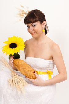 Free Girl With Bread, Sunflower And Ears Of Wheat Royalty Free Stock Photos - 16631828
