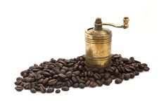 Free Vintage Coffee Grinder With Coffee Beans Royalty Free Stock Image - 16633916