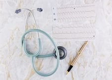 Free Stethoscope ECG Graph And Pen Royalty Free Stock Photography - 16641367